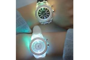 Must-Have сезона: светящиеся наручные часы Glow Watch