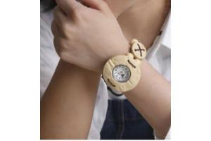 Женские наручные часы деревянные (светлые)