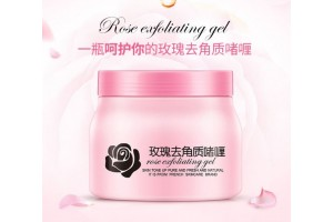 Пилинг-скатка для тела с эссенцией Розы BioAqua Rose Exfoliating Gel