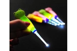 Светодиодная палочка для чистки ушей малышам